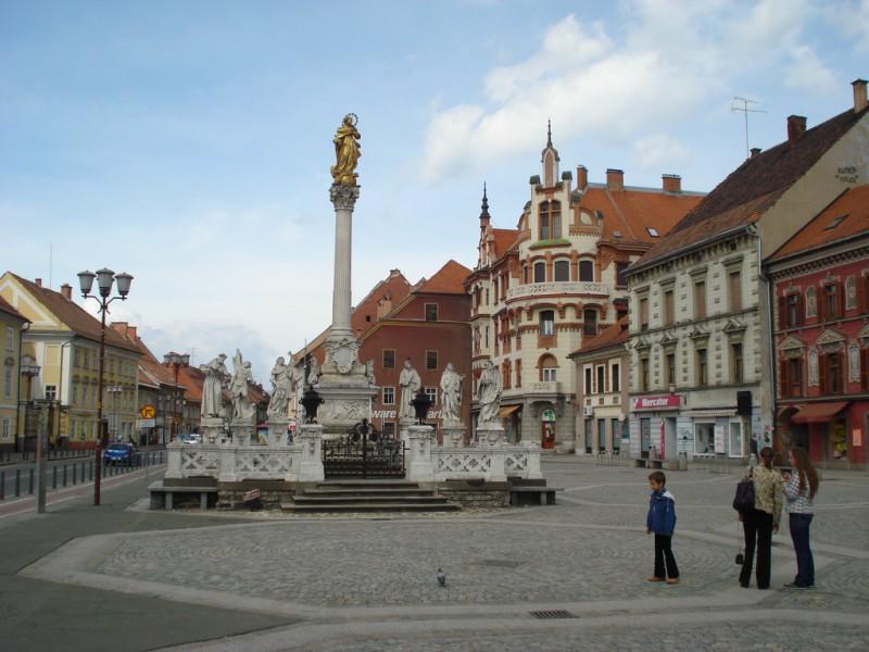 Maribor - glavni trg - spomenik